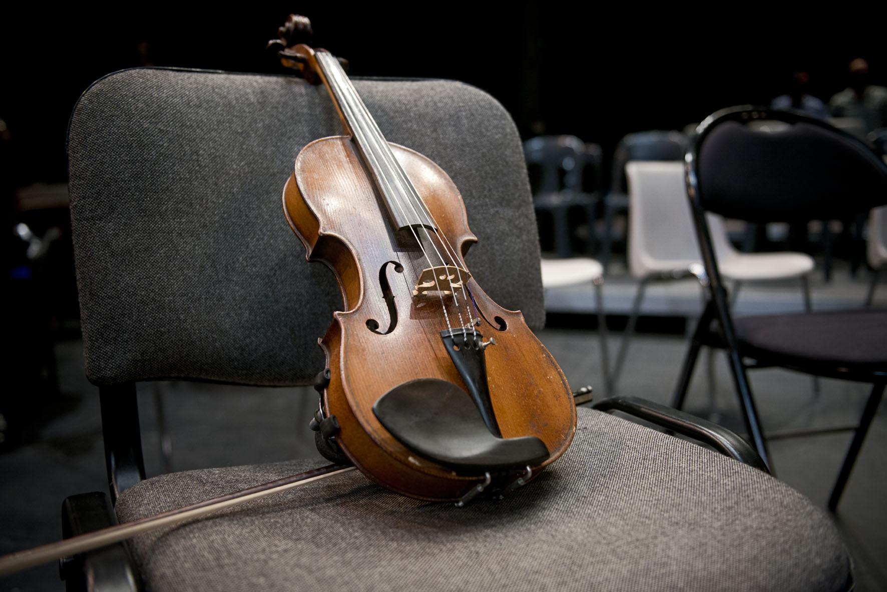 Remise des instruments de l'orchestre Démos en Beauvaisis
