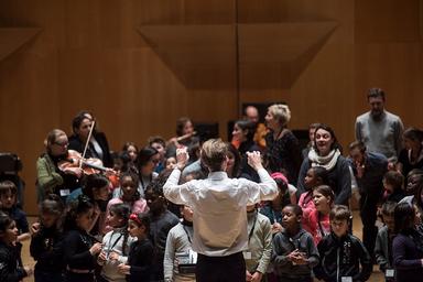 Remise d'instruments aux enfants de l'orchestre Démos Lyon Métropole   Gaudillère, Bertrand. Photographe